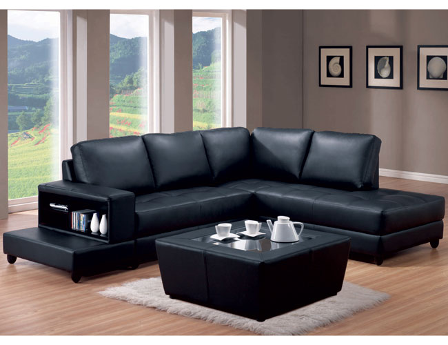 Decorating around a black leather accent chair modern design accents for Black leather sofa living room ideas